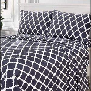 ⭐️SALE⭐️Full 4pc Charcoal Arabesque Bedsheets